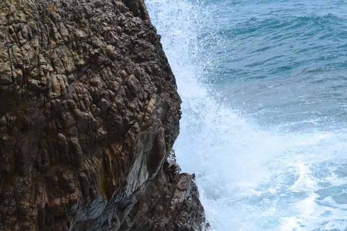 Chiara Bonoldi – classe 2C I saggi scogli spuntare fra le onde